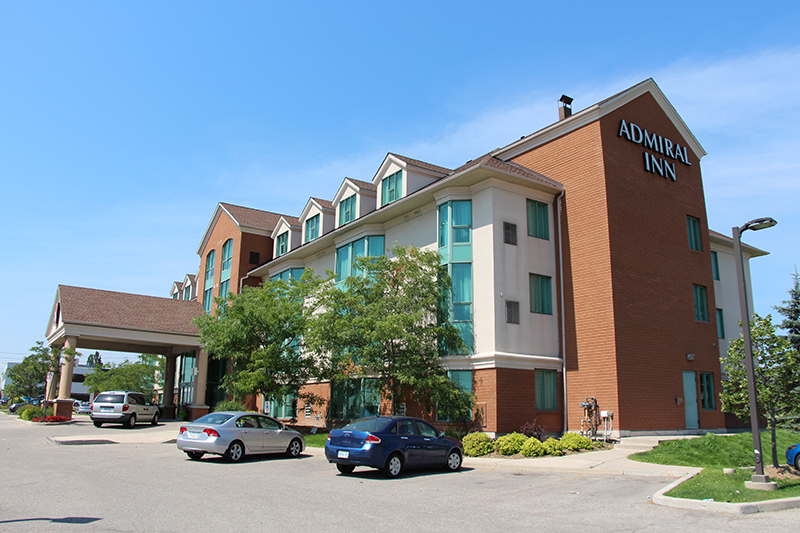 Outside view of the Admiral Inn Mississauga Hotel