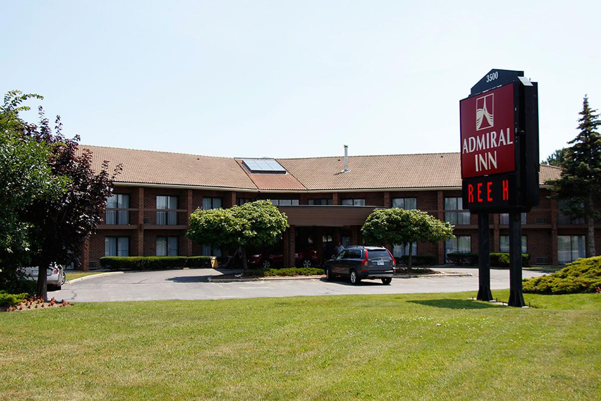 — Outside view the Admiral Inn Burlington Hotel