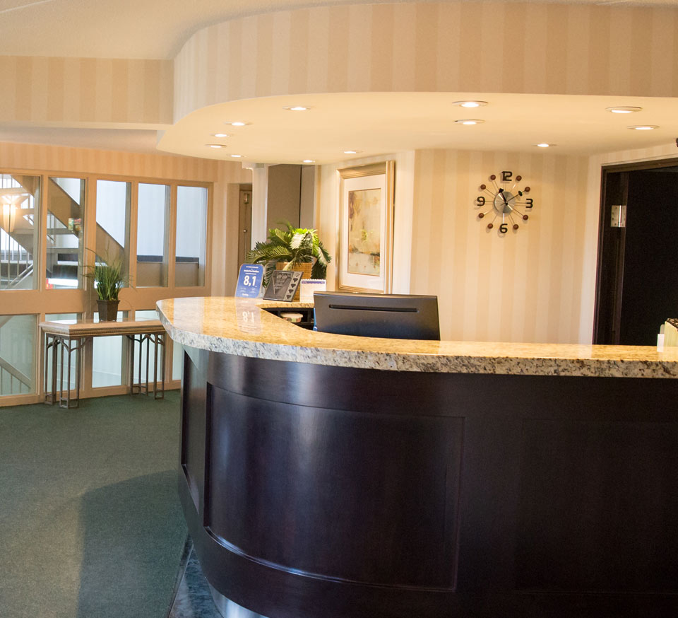Front desk of the Admiral Inn Hamilton Hotel